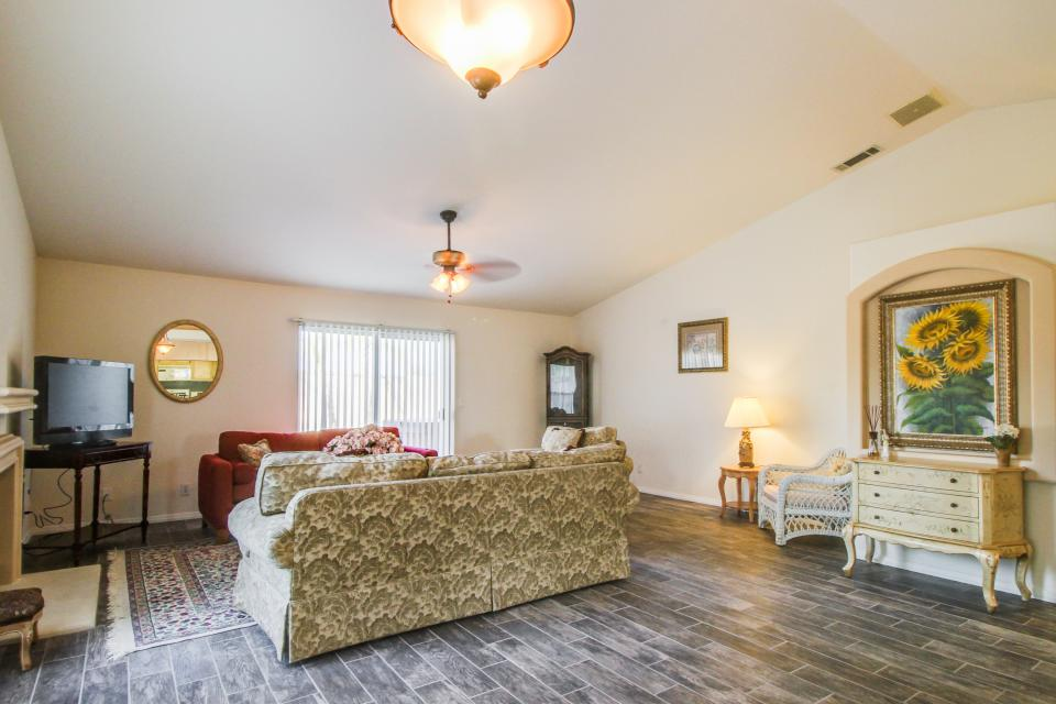 Mountain View Retreat - Cathedral City Vacation Rental - Photo 6