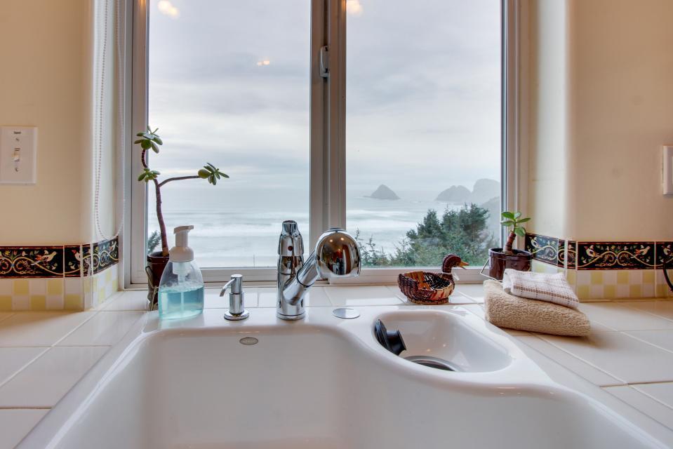 Berni's Ocean View Castle - an Oceanside Legend - Oceanside Vacation Rental - Photo 4