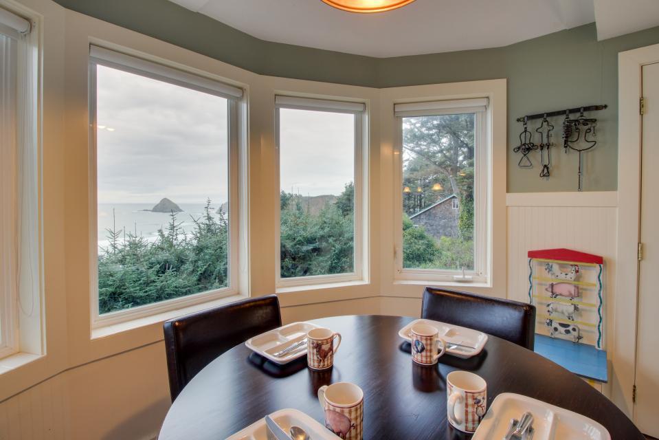Berni's Ocean View Castle - an Oceanside Legend - Oceanside Vacation Rental - Photo 54
