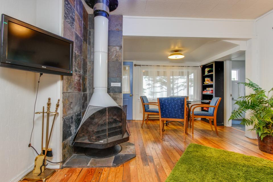 Pirate Cove Cottage 2 - Depoe Bay Vacation Rental - Photo 6