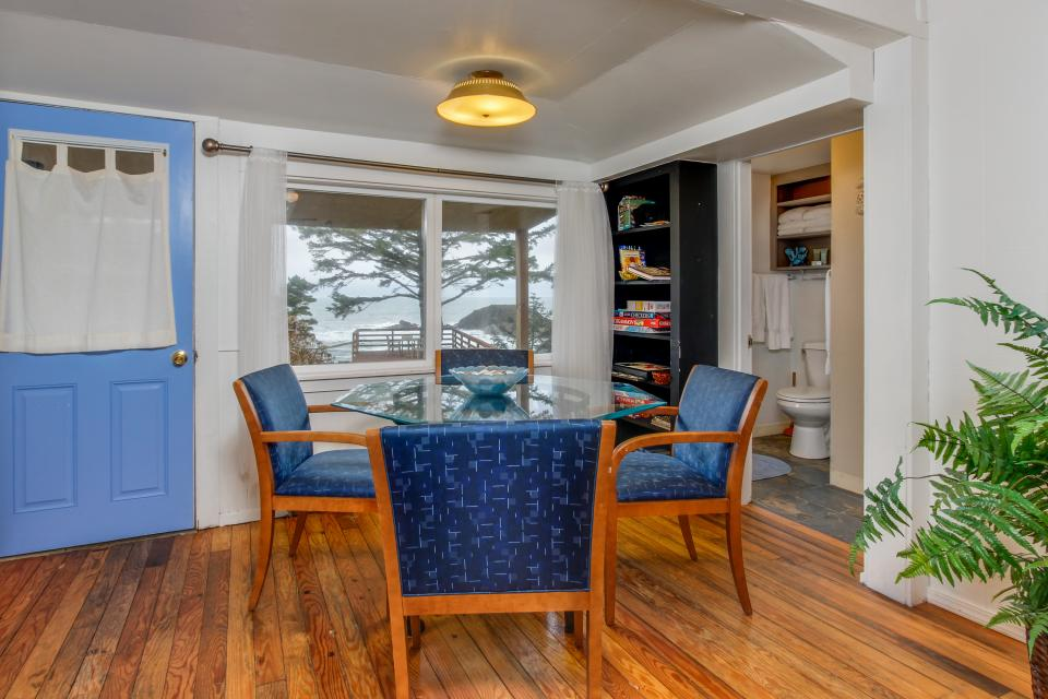 Pirate Cove Cottage 2 - Depoe Bay Vacation Rental - Photo 7