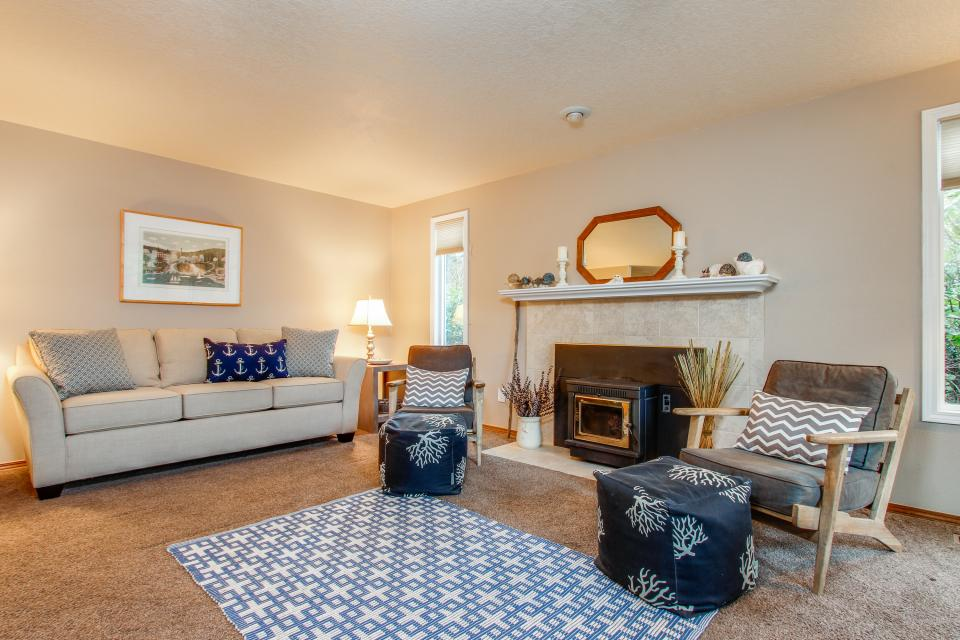Pacific Dorado Beach House  - Depoe Bay Vacation Rental - Photo 2