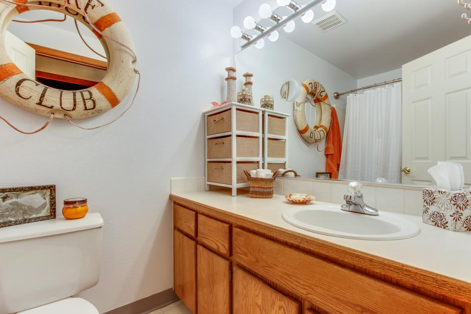 Pacific Dorado Beach House  - Depoe Bay Vacation Rental - Photo 18