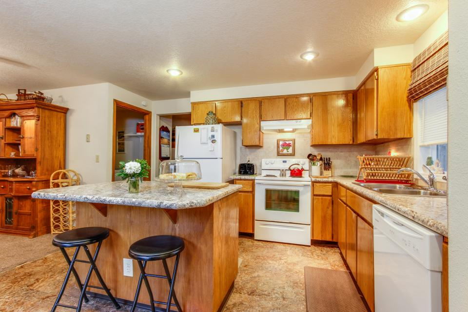 Pacific Dorado Beach House  - Depoe Bay Vacation Rental - Photo 7