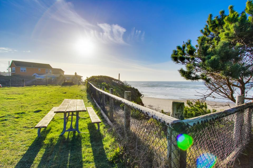 Pacific Dorado Beach House  - Depoe Bay Vacation Rental - Photo 33
