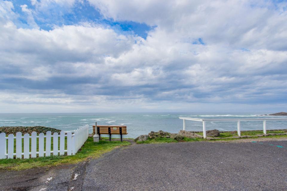 Depoe Bay Delight - Depoe Bay Vacation Rental - Photo 20