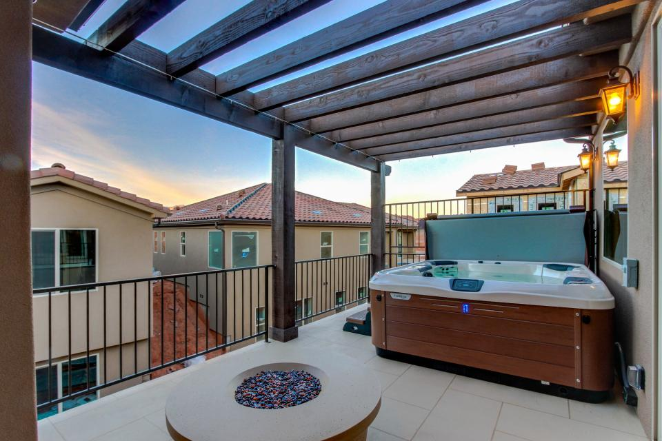 Oasis: Paradise Village #26b - Santa Clara Vacation Rental - Photo 1