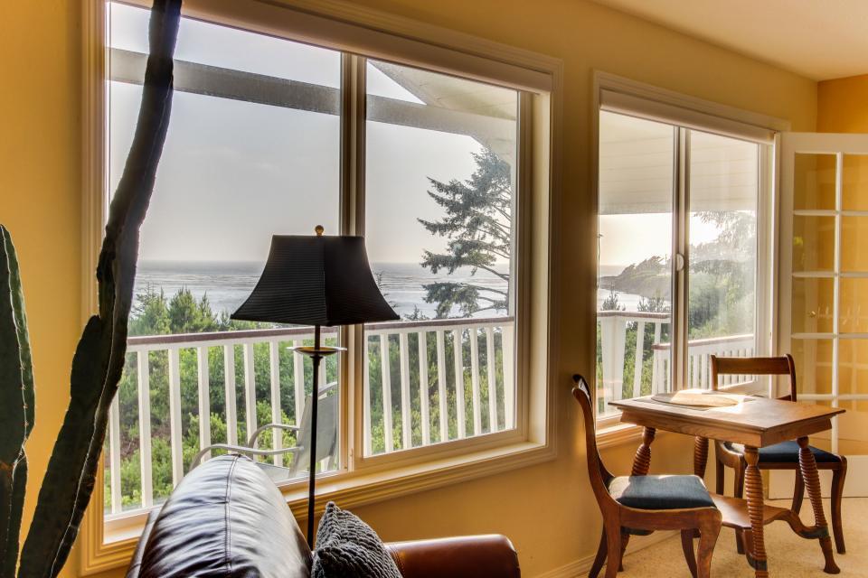 Hidden Luxury Beachfront Estate - Yachats Vacation Rental - Photo 2