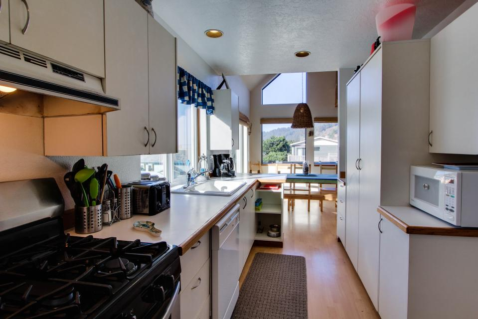 The Black Pearl - Lincoln City Vacation Rental - Photo 9