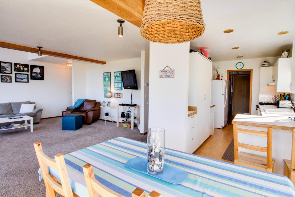 The Black Pearl - Lincoln City Vacation Rental - Photo 8