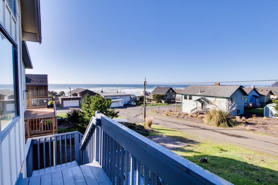 The Black Pearl - Lincoln City Vacation Rental - Photo 1