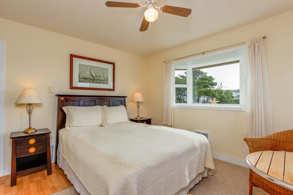 Harbor SeaShell - Lincoln City Vacation Rental - Photo 13