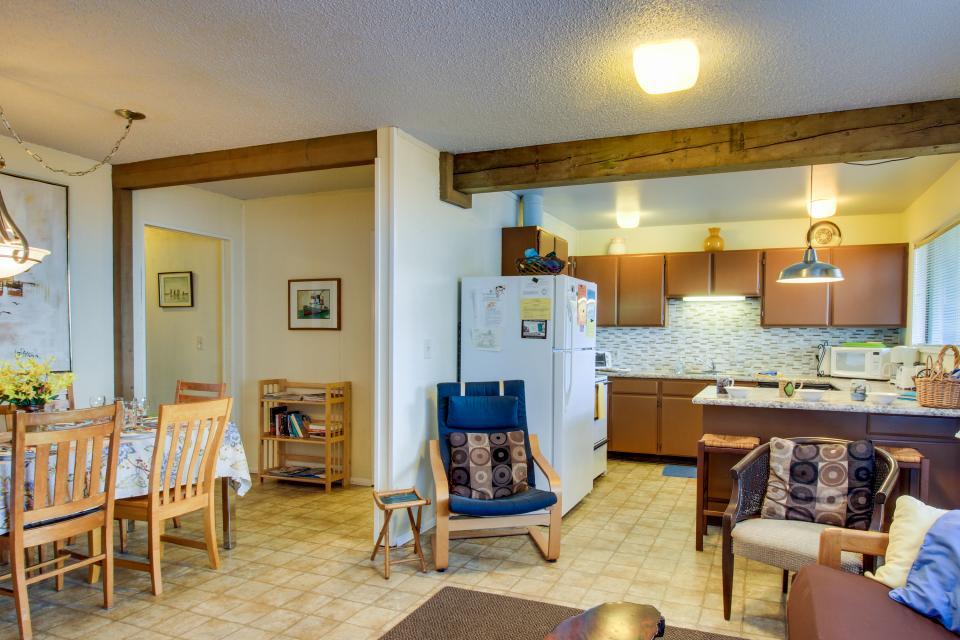 Beach Retreat - Newport Vacation Rental - Photo 17