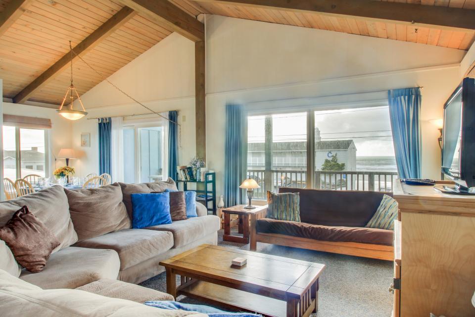 Beach Retreat - Newport Vacation Rental - Photo 7