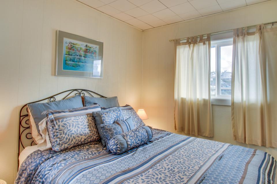 Beach Retreat - Newport Vacation Rental - Photo 11
