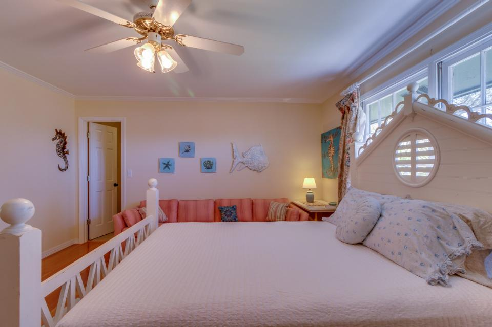 Miramar beach estate 4 bd vacation rental in destin fl for 9 bedroom rental destin florida