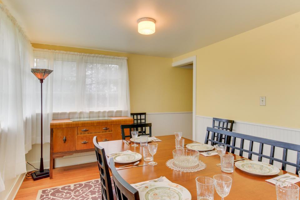 Maple House - Waldport Vacation Rental - Photo 8