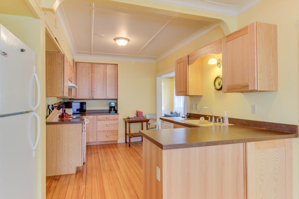 Maple House - Waldport Vacation Rental - Photo 9