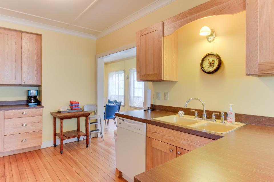 Maple House - Waldport Vacation Rental - Photo 23