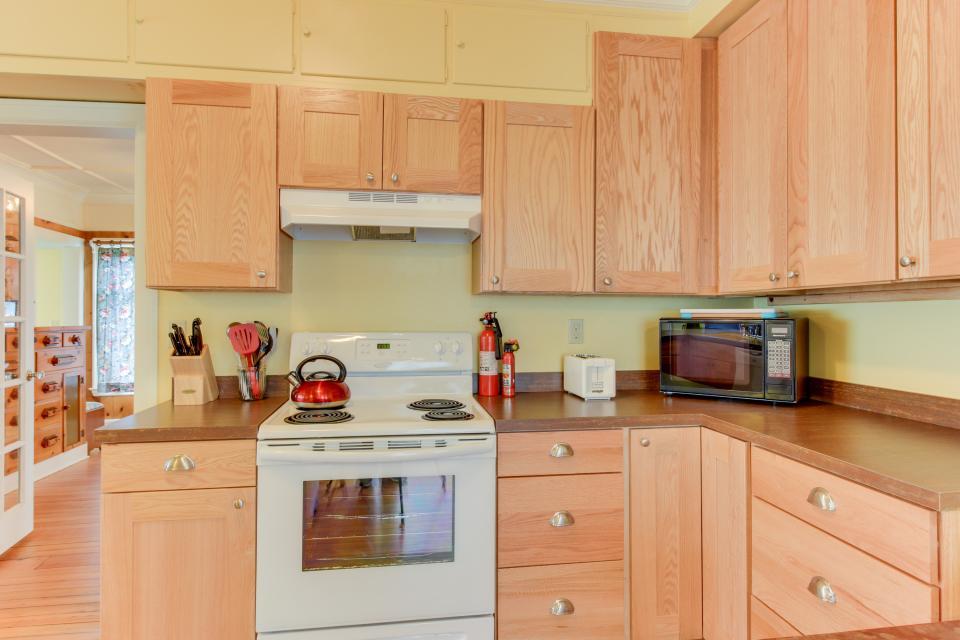 Maple House - Waldport Vacation Rental - Photo 10