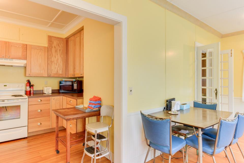 Maple House - Waldport Vacation Rental - Photo 11