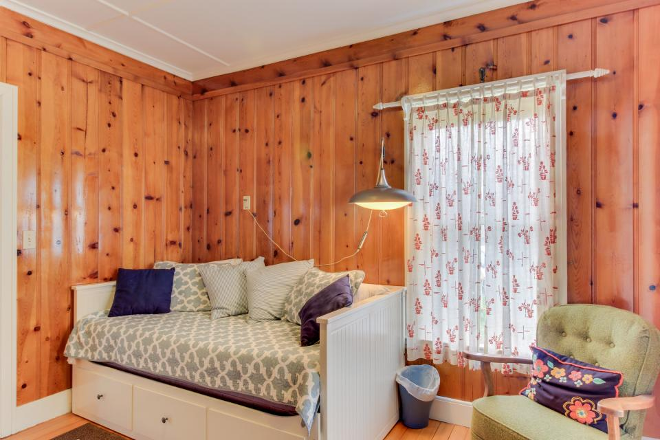 Maple House - Waldport Vacation Rental - Photo 12