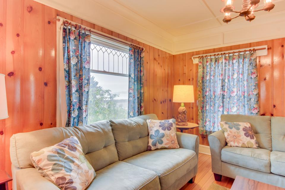 Maple House - Waldport Vacation Rental - Photo 6