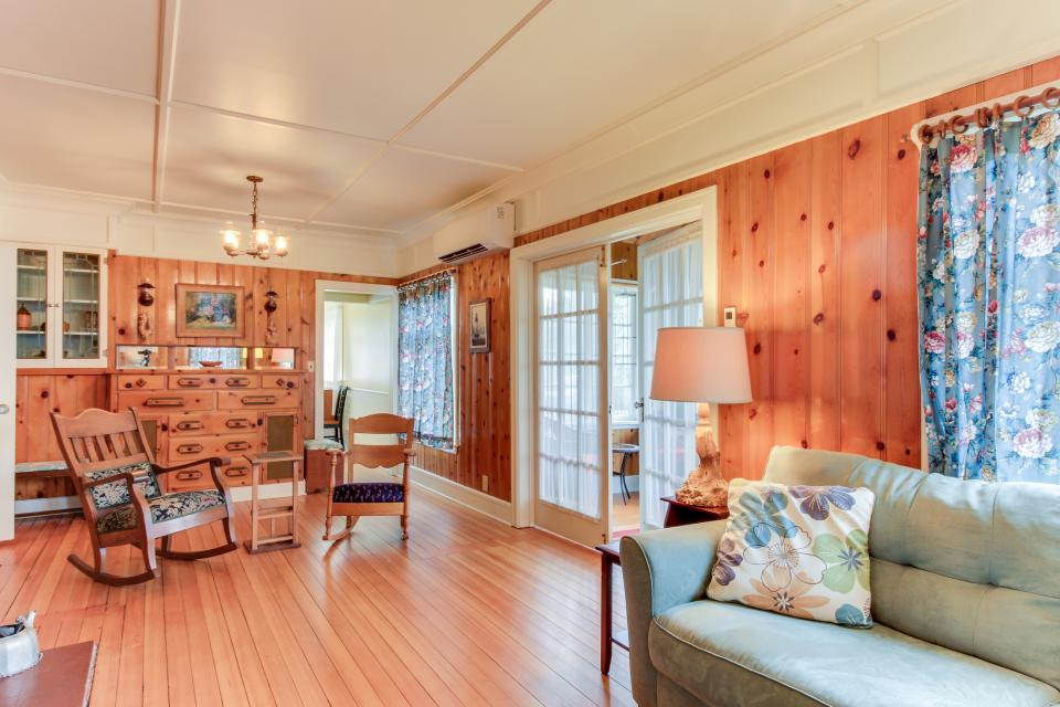 Maple House - Waldport Vacation Rental - Photo 22