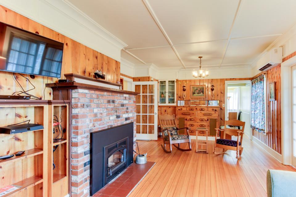 Maple House - Waldport Vacation Rental - Photo 4