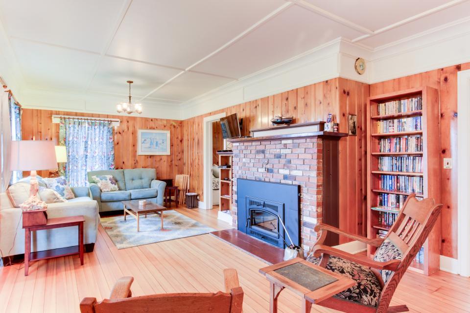 Maple House - Waldport - Take a Virtual Tour