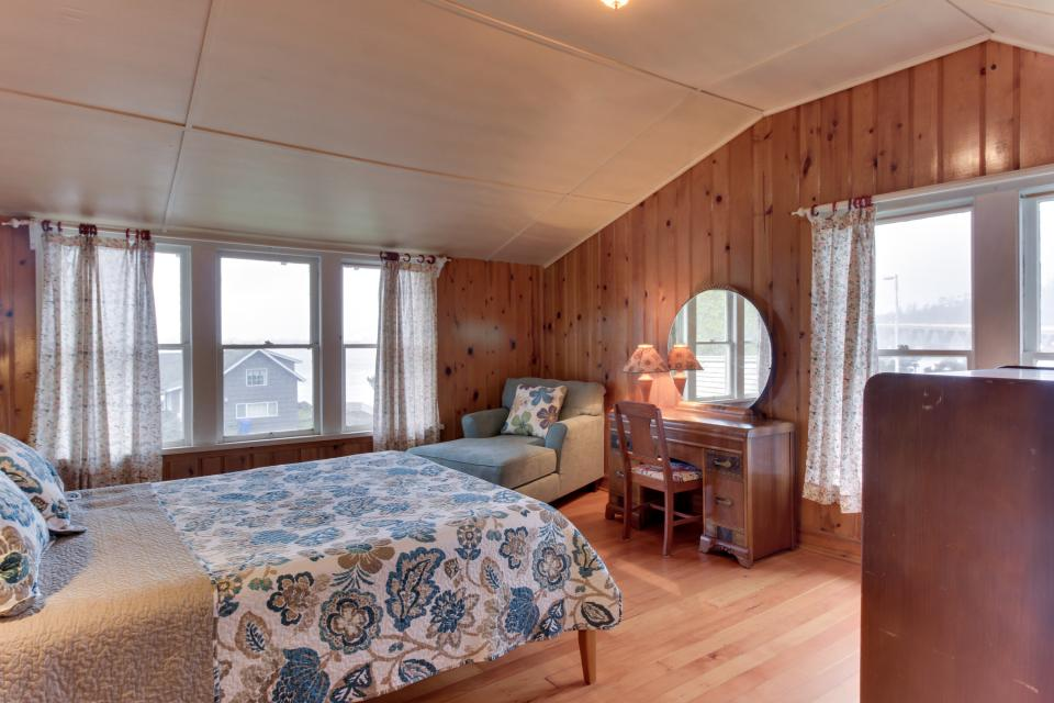 Maple House - Waldport Vacation Rental - Photo 13