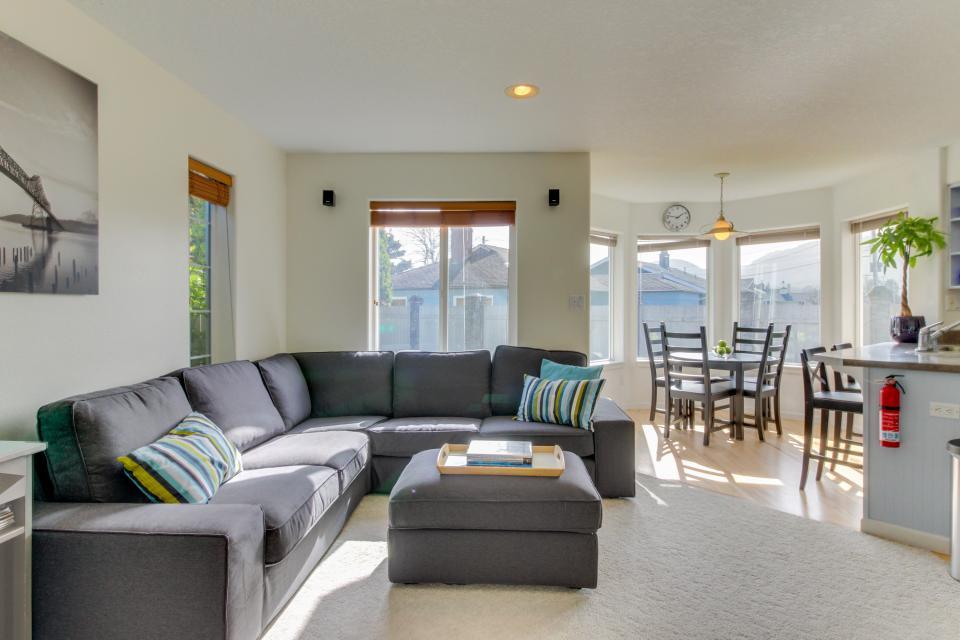 Sunset Beach House - Seaside Vacation Rental - Photo 16