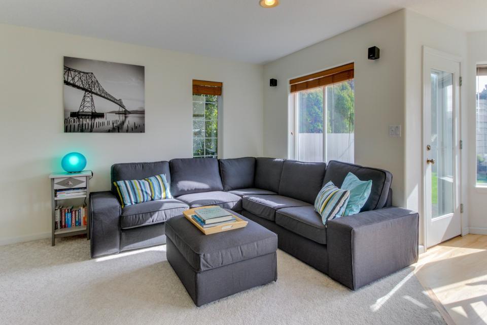 Sunset Beach House - Seaside Vacation Rental - Photo 17