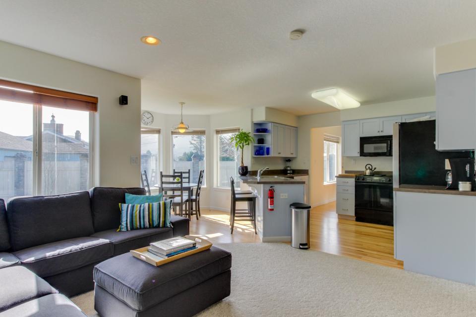 Sunset Beach House - Seaside Vacation Rental - Photo 13