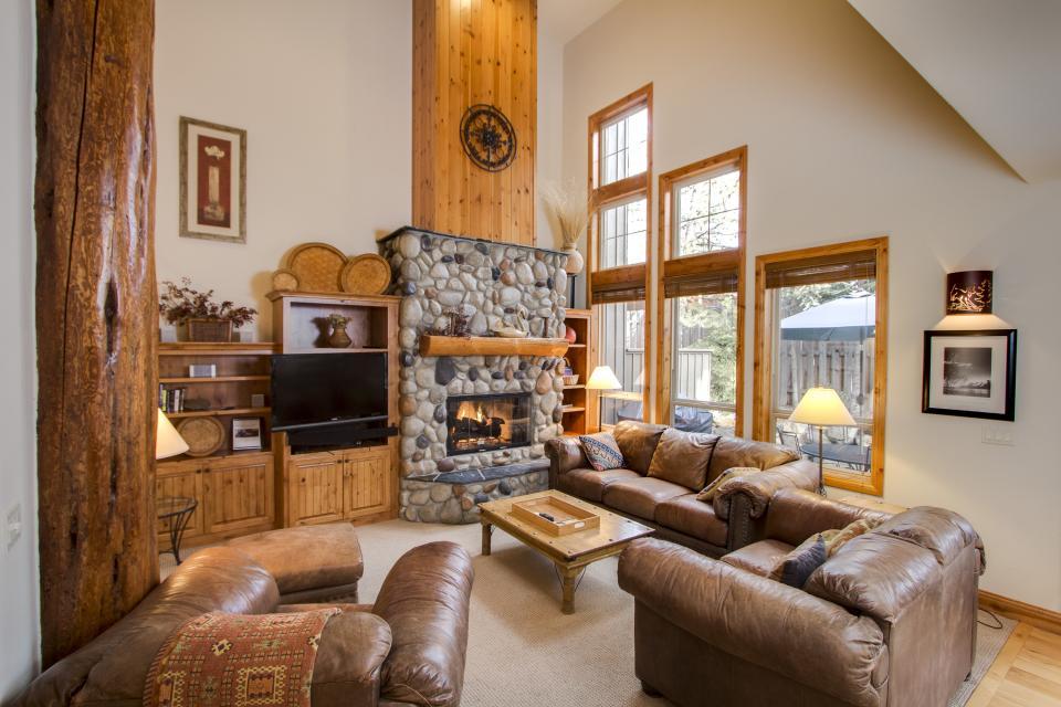 5 Aquila Lodge  - Sunriver Vacation Rental - Photo 3