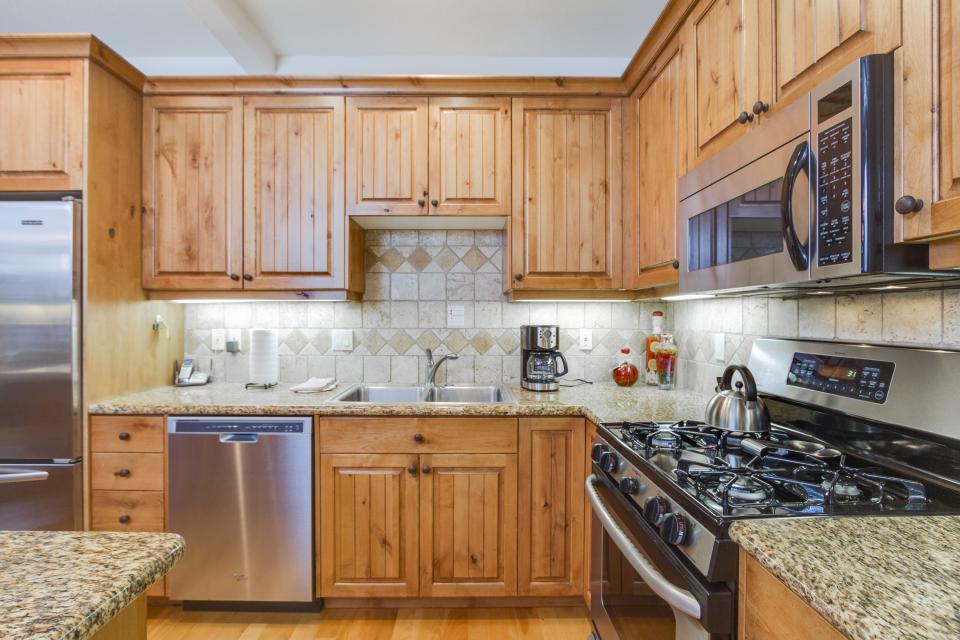 5 Aquila Lodge  - Sunriver Vacation Rental - Photo 10