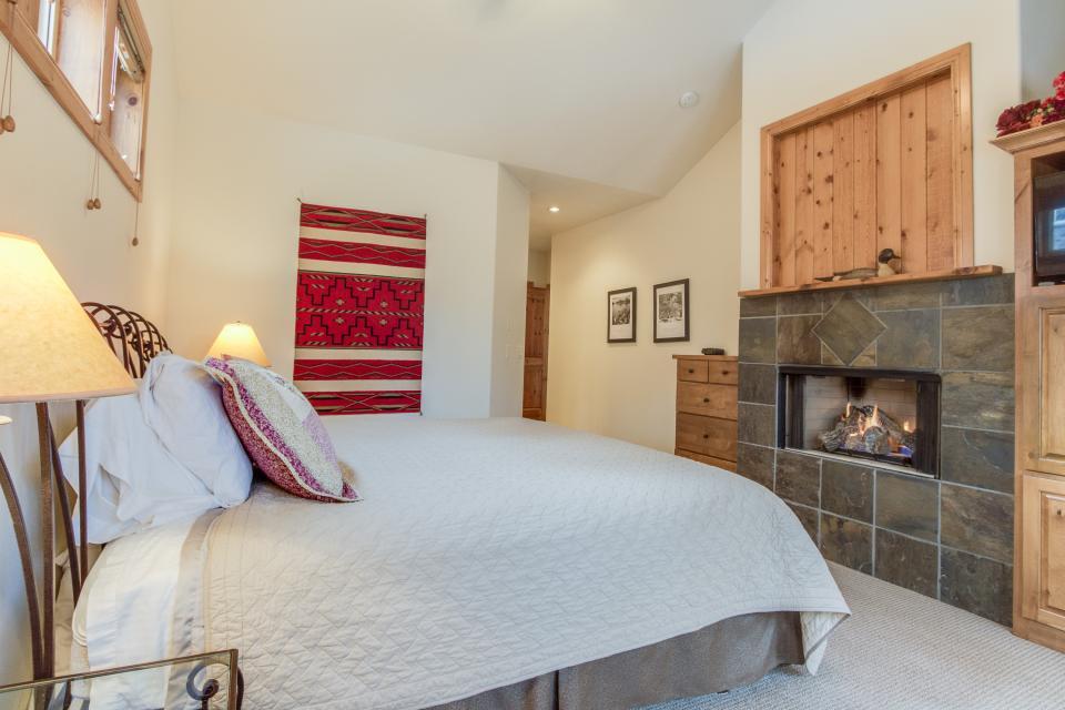 5 Aquila Lodge  - Sunriver Vacation Rental - Photo 12