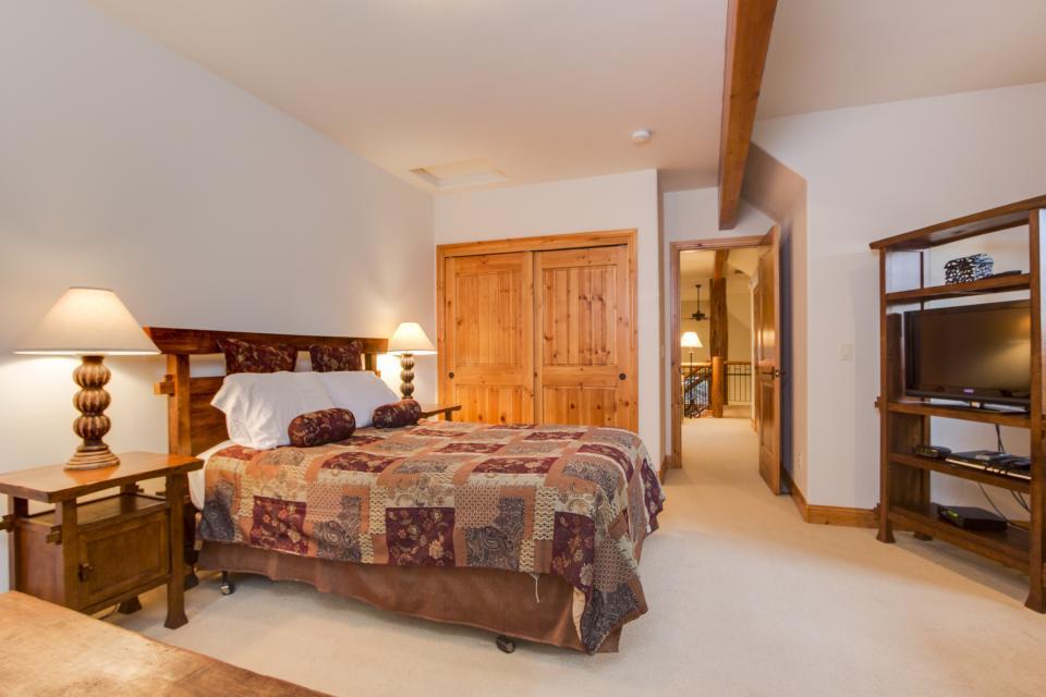 5 Aquila Lodge  - Sunriver Vacation Rental - Photo 18