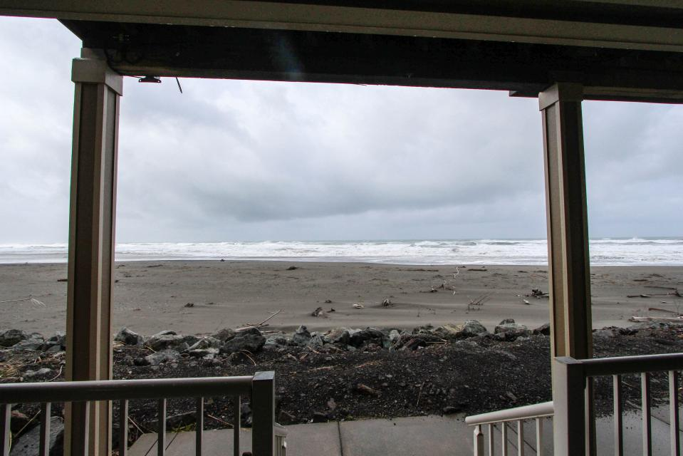 Paradise Beach House - Gold Beach Vacation Rental - Photo 35