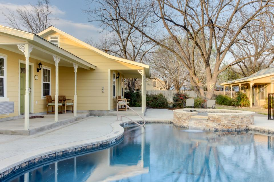Main Street Retreat: A Chance for Romance - Fredericksburg Vacation Rental - Photo 20