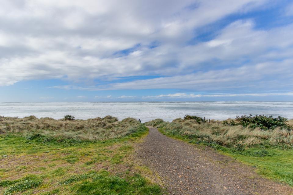Vista al Mar - Rockaway Beach Vacation Rental - Photo 27