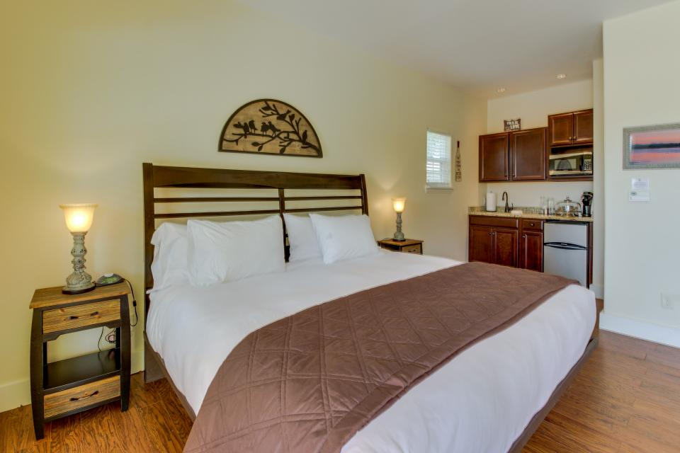 Main Street Retreat: A Chance for Romance - Fredericksburg Vacation Rental - Photo 4