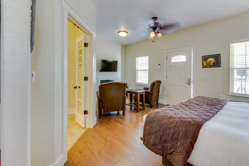 Main Street Retreat: A Chance for Romance - Fredericksburg Vacation Rental - Photo 11
