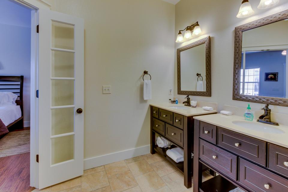 Main Street Retreat: A Chance for Romance - Fredericksburg Vacation Rental - Photo 15