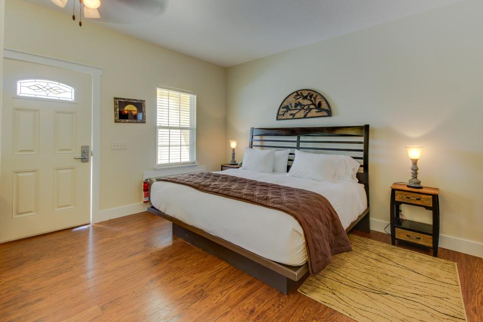 Main Street Retreat: A Chance for Romance - Fredericksburg Vacation Rental - Photo 12