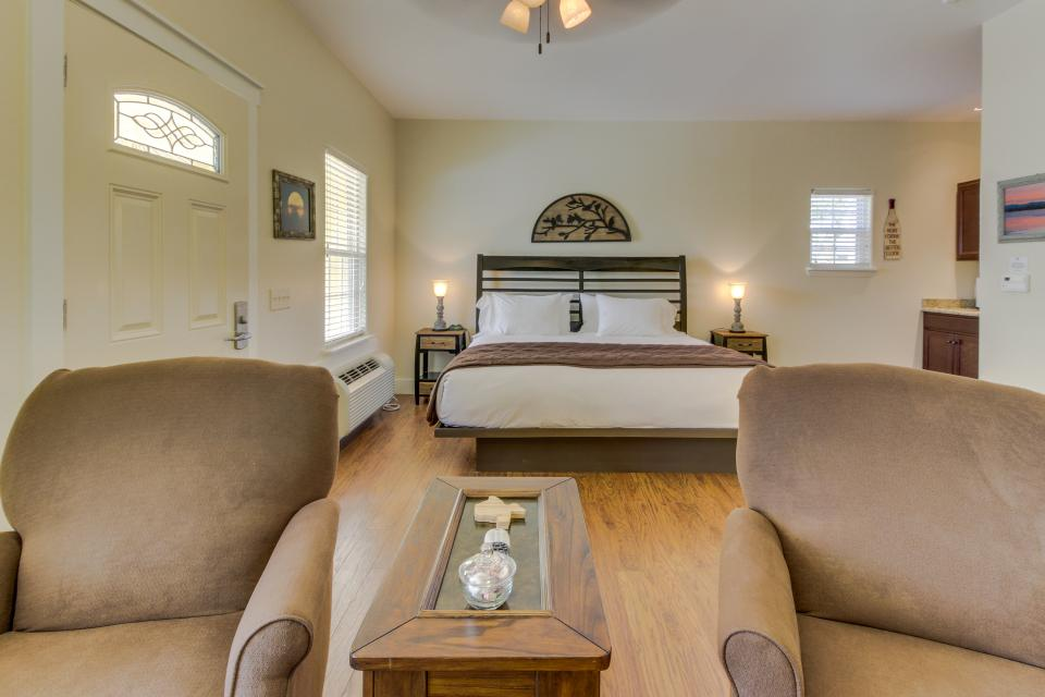 Main Street Retreat: A Chance for Romance - Fredericksburg Vacation Rental - Photo 8