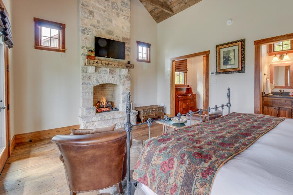 The Blacksmith Quarters on Barons Creek: The Max Cottage - Fredericksburg Vacation Rental - Photo 16
