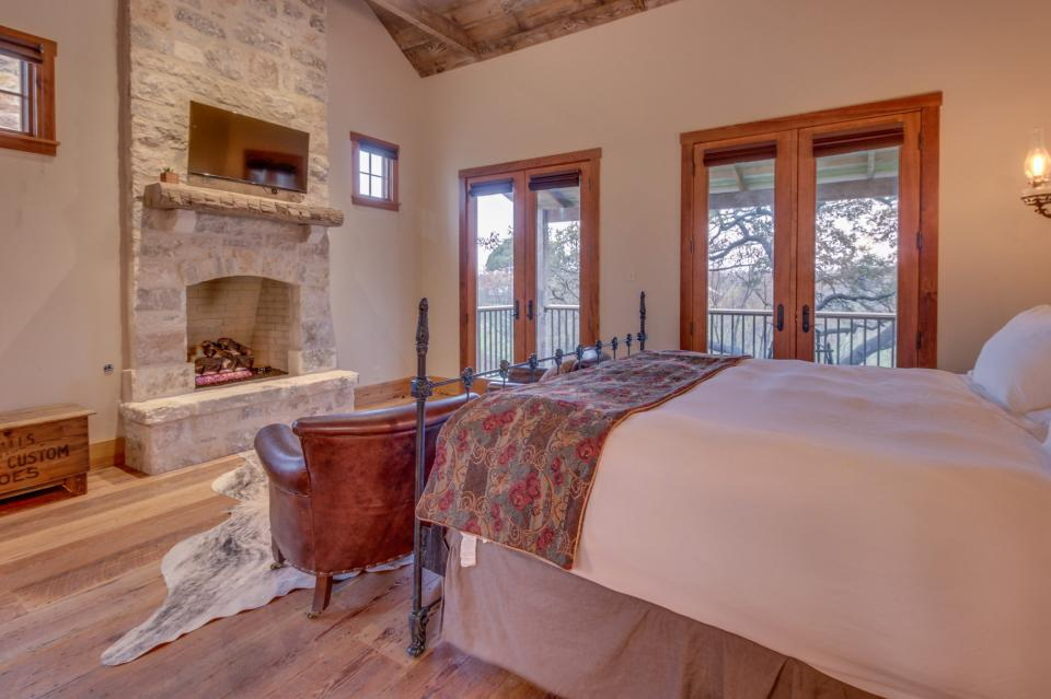 The Blacksmith Quarters on Barons Creek: The Carl Cottage - Fredericksburg Vacation Rental - Photo 19