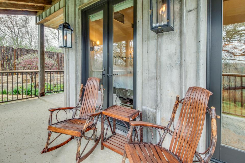 The Blacksmith Quarters on Barons Creek: The Carl Cottage - Fredericksburg Vacation Rental - Photo 21