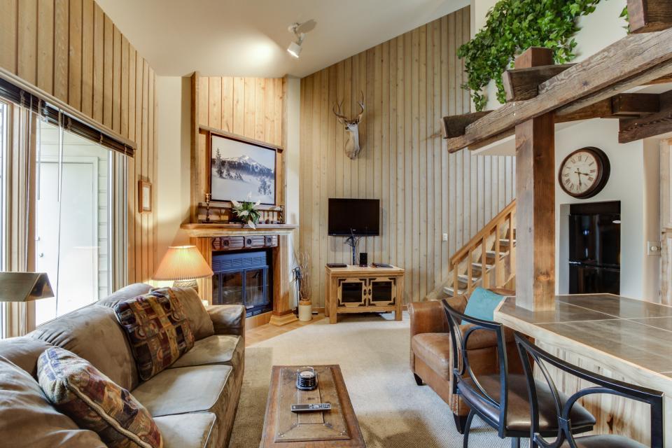 Mt Bachelor Village Ski House # 262   Bend Vacation Rental   Photo 1 ...